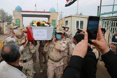 انتقال پیکر پاک و مطهر ۵۵ شهید تازه تفحص شده دفاع مقدس از مرز بین المللی شلمچه به خاک ایران