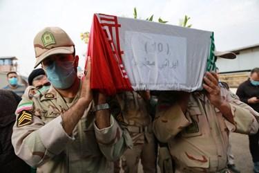 انتقال پیکر پاک و مطهر ۵۵ شهید تازه تفحص شده دفاع مقدس از مرز بین المللی شلمچه به خاک ایرانر