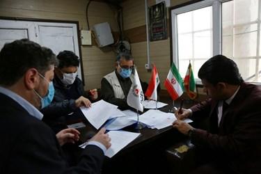 بررسی اسناد انتقال شهدا از خاک عراق توسط  نماینده سازمان صلیب سرخ  و نماینده  ایران و عراق