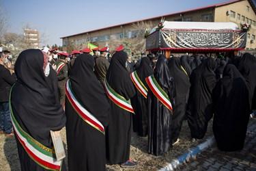 حضور دانشجویان در خاکسپاری پیکر مطهر شهید گمنام در  دانشگاه فرهنگیان تبریز