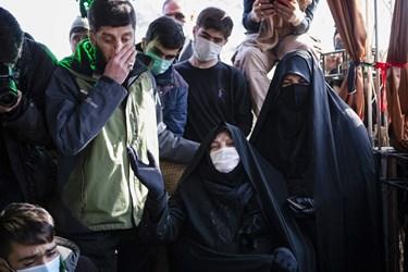 حضور خانواده شهدا در مراسم خاکسپاری پیکر مطهر شهید گمنام در واحد خواهران دانشگاه فرهنگیان تبریز