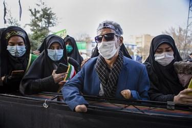 حضور جانباز 8 سال دفاع مقدس در مراسم خاکسپاری پیکر مطهر شهید گمنام در دانشگاه فرهنگیان تبریز
