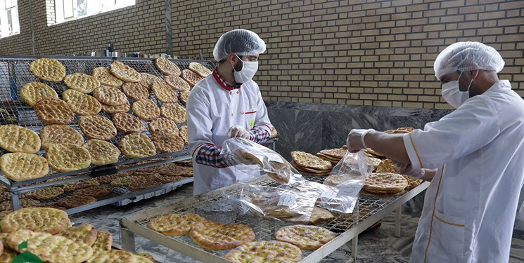آغاز توزیع نان صلواتی به تعداد ۳۰ هزار قرص در روستاهای حاشیه شهر مشهد