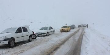 کولاک برف و وزش باد با سرعت ۹۰ کیلومتر در برخی جاده ها/ هشدار وقوع بهمن و چند توصیه به رانندهها