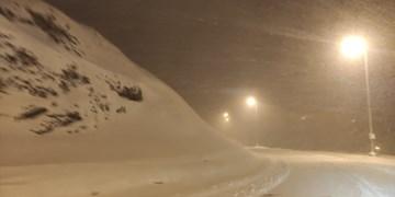 بارش سنگین برف در شهرستان خلخال/ ضرورت استفاده از زنجیرچرخ در محورهای مواصلاتی استان اردبیل