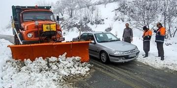 ترافیک در آزادراه تهران-قزوین و برف و کولاک در جادهها/ مردم از سفر غیرضروری بپرهیزند