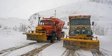بارش سنگین برف در 5 محور مواصلاتی چهارمحال و بختیاری/ تردد فقط با زنجیرچرخ امکانپذیر است