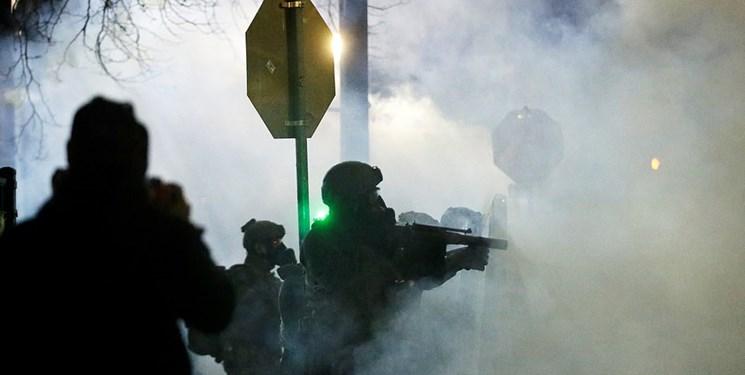 آمریکا پس از تحلیف بایدن| خشونت در چند شهر و به آتش کشیده شدن پرچم آمریکا