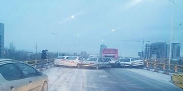 تصادف زنجیره ای در آزادراه قزوین-تهران ۷ مصدوم در پی داشت