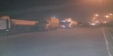 طوفان محور کرمان - زاهدان را مسدود کرد/زمینگیر شدن خودروها در حوالی فهرج