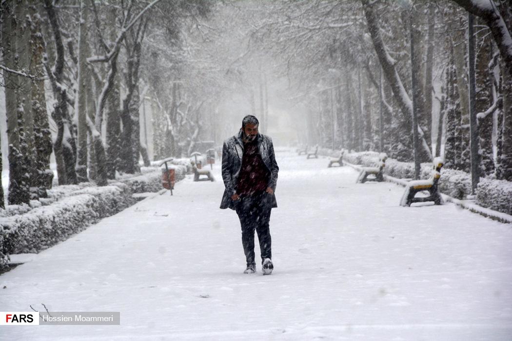 پیاده روی مردم بجنورد در برف