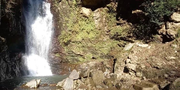 «دود وَزَن» آبشاری منحصربهفرد در شمال ایران