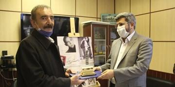 تجلیل از «بیوک میرزایی»/ یزدی: برنامه های پرمخاطب رادیو مستند میشوند