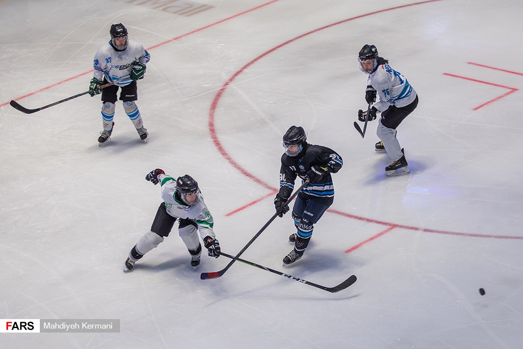 تمرینات تیم ملی هاکی رو یخ بانوان