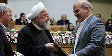 کلانتری: باید دست کسی مثل روحانی را ببوسیم!/ رئیس جمهور ۹۵درصد مشکلات را حل کرد