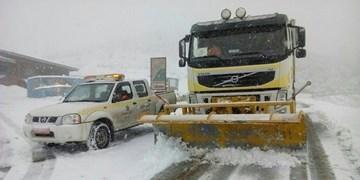 انسداد جادههای تهران-شمال/کولاک برف و دید صفر کار راهداران را مختل کرد