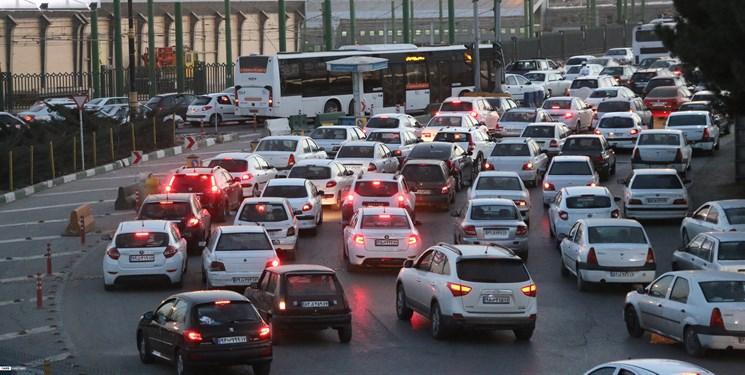 ترافیک سنگین در مسیر جنوب به شمال محور هراز/ تردد پرحجم خودرو در آزادراه تهران-قزوین