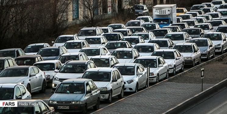 ثبت 241 هزار تردد جادهای بین تهران و کرج در یک شبانه روز/برف در محور کندوان و باران در هراز