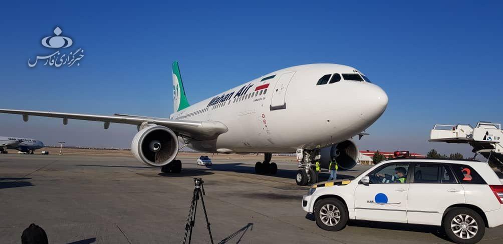 هواپیمای حامل اولین محموله واکسن وارداتی کرونا رسید