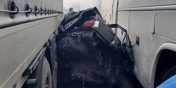 تصادف زنجیرهای در کمربندی شهر مرند/ پژو بین کامیون و اتوبوس پِرس شد! + عکس