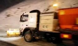فیلم| انجام عملیات برف روبی در محورهای ترددی استان البرز