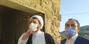 تکریم مؤمنانه مستمندان در کهگیلویه/روستاگردی امام جمعه برای بررسی مشکلات مددجویان