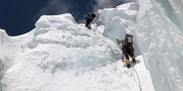 دو کوهنورد گرفتار در ارتفاعات البرز نجات یافتند/جستوجو برای یافتن سه نفر دیگر ادامه دارد