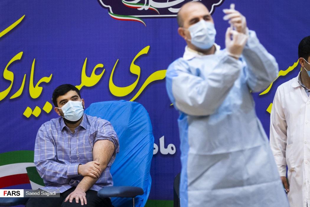آمادهسازی واکسن کرونا اسپوتنیک-5 جهت اولین نزریق به پارسا نمکی پسر وزیر بهداشت