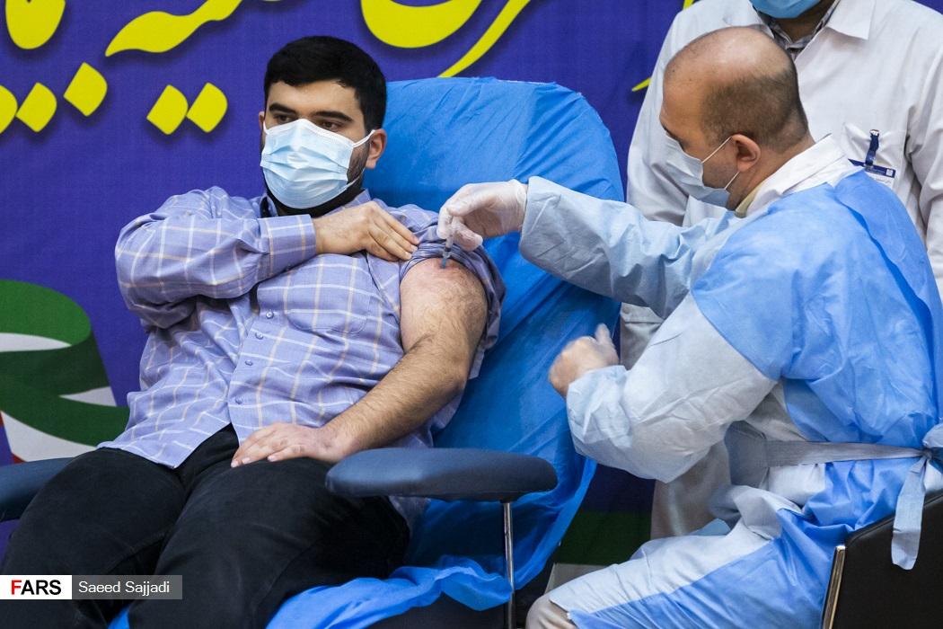 اولین تزریق واکسن کرونا اسپوتنیک-5 به پارسا نمکی پسر وزیر بهداشت