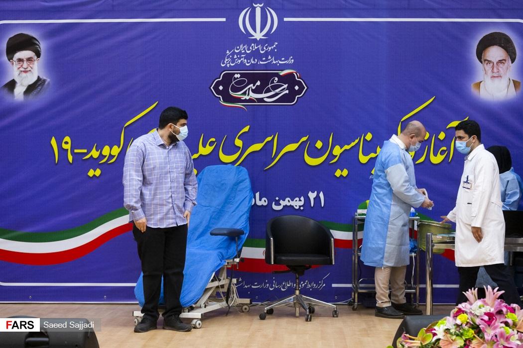 پارسا نمکی پسر وزیر بهداشت اولین دریافتکننده واکسن کرونا اسپوتنیک- 5 در ایران