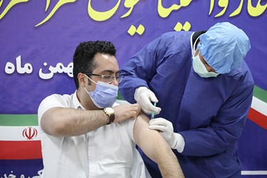 اولین تزریق واکسن کرونا اسپوتنیک به امید بردبار پرستار بخش ICU  بیمارستان امام خمینی(ره) اردبیل