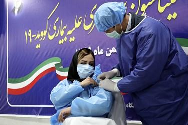 دومین تزریق واکسن کرونا اسپوتنیک به کلثومه رحیمی پرستار بخش ICU  بیمارستان امام خمینی(ره) اردبیل