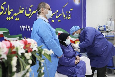 پنجمین تزریق واکسن کرونا اسپوتنیک به رقیه صادقی کمک  پرستار بخش ICU  بیمارستان امام خمینی(ره) اردبیل