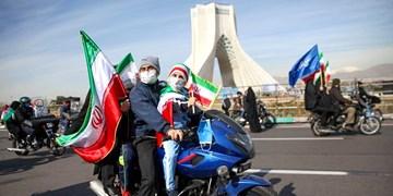 فجر 42| الجزیره: برای اولین بار میدان آزادی تهران به جای انبوه جمعیت با خودروها و موتورسیکلتها پر شد