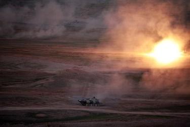 یکی از نکات برجسته این رزمایش رزم شبانه یگان های زرهی و گشودن آتش سنگین به سمت دشمن فرضی توسط تانک ها بود