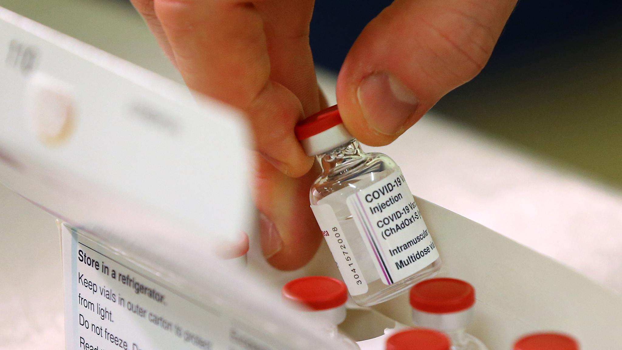 13991128000305 Test NewPhotoFree - توزیع واکسن کرونا از طریق «تیتک»/ آیا وزارت بهداشت از تجربههای شکستخورده عبرت میگیرد؟