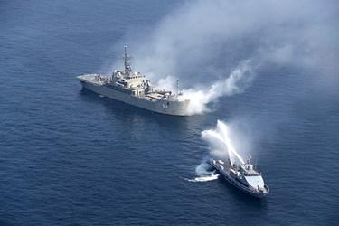 اجرای سناریوی عملیات مبارزه با حریق ایجاد شده توسط دزدان دریایی برای به تأخیر انداختن عملیات نجات