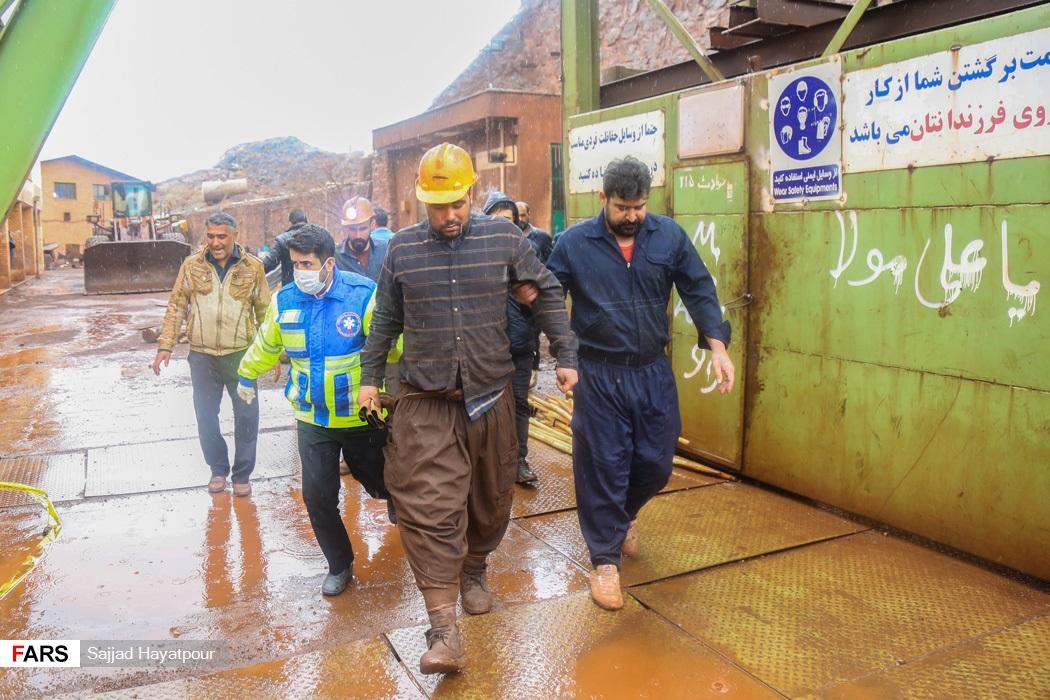 کارگران نجات یافته در حادثه ریزش معدن منگنز منطقه ونارچ قم