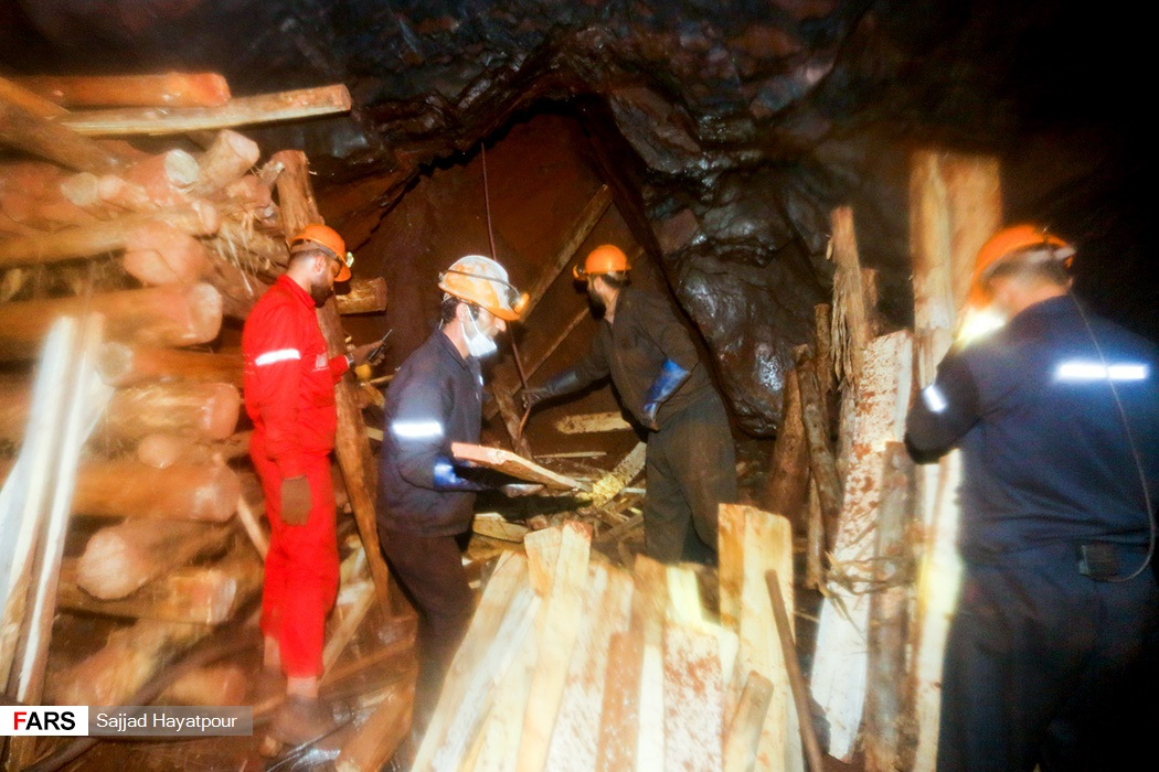 ایمن سازی معدن منگنزمنطقه ونارچ قم توسط نیروهای امدادی