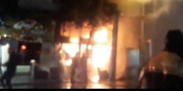 حریق شدید مغازه فروش مبل در گرگان/ مصدومیت یک آتشنشان