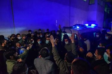 لحظه ورود پیکر پاک شهید مصطفی نوروزی و استقبال پرشکوه از این شهید مدافع وطن