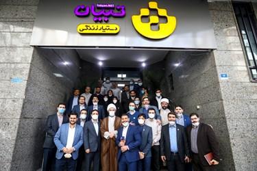 عکس یادگاری موسسه فرهنگی و رسانهای تبیان با حضور حجت الاسلام محمد قمی رئیس سازمان تبلیغات اسلامی