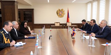 دیدار سفیر ایران  با وزیر دفاع ارمنستان و تاکید برهمکاری چند جانبه