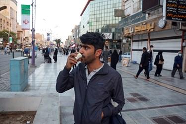 علی رغم وضعیت قرمز استان خوزستان ، هنوز افرادی هستند که از زدن ماسک اجتناب می کنند