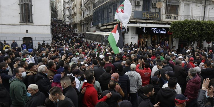 راز حضور پرچم فلسطین در کلیه تظاهراتهای مردمی الجزائر از سال 2019 تاکنون