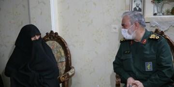 دیدار جانشین فرمانده کل سپاه با مادر چهار شهید در پیشوا