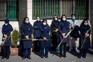 مراسم تشییع پیکر شهید مدافع سلامت «فرانک داودی» با حضور همکاران در محوطه بیمارستان شهید مدنی کرج برگزار شد.