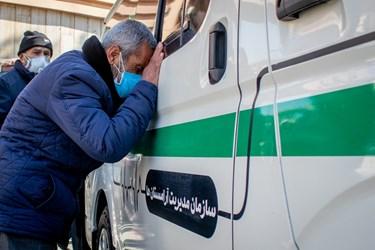 عزاداری و وداع خانواده شهید مدافع سلامت «فرانک داودی» در مراسم تشییع