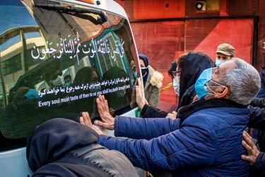 عزاداری خانواده شهید مدافع سلامت «فرانک داودی» در مراسم تشییع