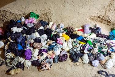 در گذشته از لباسها و پارچههای کهنه خود برای بافتن استفاده میشد که امروزه به دلیل استقبال افراد از این نوع محصولات از پارچههای نو استفاده میشود